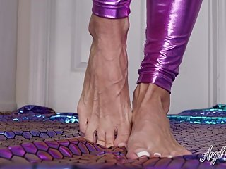 Veiny Feet Sticky And Sweet - Nikki Ashton