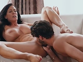 Horny nymphomaniac MILF has sex fun with cocky dreamboat