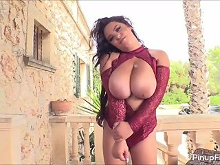 Anna Sivona's beautiful bouncy tits are all you need
