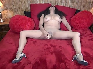 Hot MILF in High Heels Gives Herself an Orgasm With a Big Toy (100% Real)