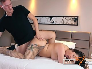 German Boy: PUBLIC BLOWJOB & MILF bang LIZ DE LANE wolfwagner.love
