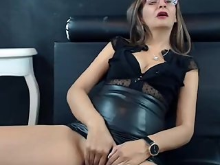 Webcammilf Scarlet in leather skirt