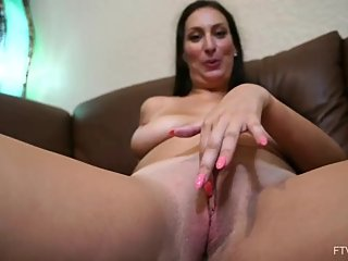 Pretty milf Tiffany Cane with toys