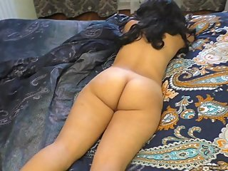Mom lay naked on the bed, stepson saw and fucked mom in the big ass in anal