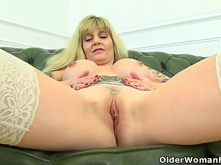 British milf Kat lets you enjoy her curvy body