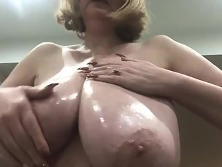 AnnabelТs shiny oily 34h all natural big boobs
