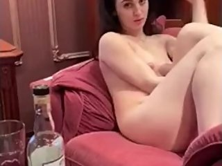 Russian milf poses for a chechen guy
